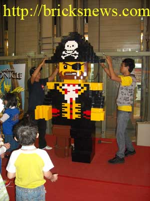 Building the giant lego pirate